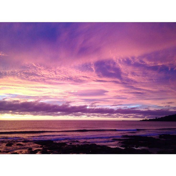 Листаю картинки в телефоне  Whoa... #australia #seeaustralia #Lorne #GreatOceanRoad #weekendtrip #travel #victoria #weekend #sunrise #sky #purple #goodmorning #beach #beachwalk #австралия #австралияграм #трисчастливыхднябылоуменя #австралиятакаяавстралия #рассвет #сиреневое #небо #прогулка #крышеснос #океан #виктория #путешествие #отпуск #лето by mary_from_oz