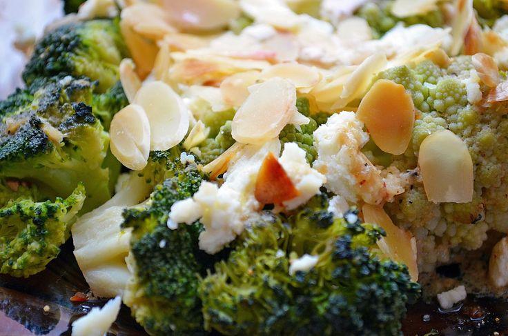 Taste me! Eat me!: Brokuły z fetą i chrupiącymi migdałami w musztardo...