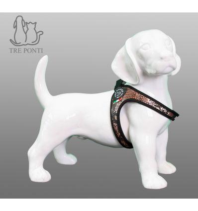 Tre Ponti Fibbia Fashion Hondentuig Python - Tre Ponti Fibbia hondentuigen zijn geschikt voor zeer kleine tot kleine honden. De Fibbia hondentuigen zijn ontwikkeld voor zeer kleine tot kleine hondenrassen. Deze hondvriendelijke tuigjes kantelen niet en geven nergens negatieve druk. De doordachte pasvorm zorgt voor een uitzonderlijk draagcomfort, waarin elke hond zich prettig zal voelen.