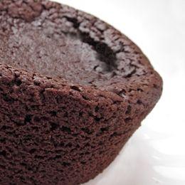 Tortino dal cuore fondente: un amore di dolce #ricette #cioccolato #dolci #amore http://www.plantantiga.com/ricette/vedi_ricette.asp?prod=155&rich=3&sottocate=21