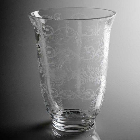 Come decorare vasi, bicchieri, finestre e oggetti in vetro tramite la tecnica dell\'incisione: scegli la tua decorazione preferita e applicala al vaso tramite pratici stencil