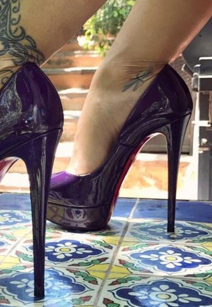 Sexy feet in platform pumps