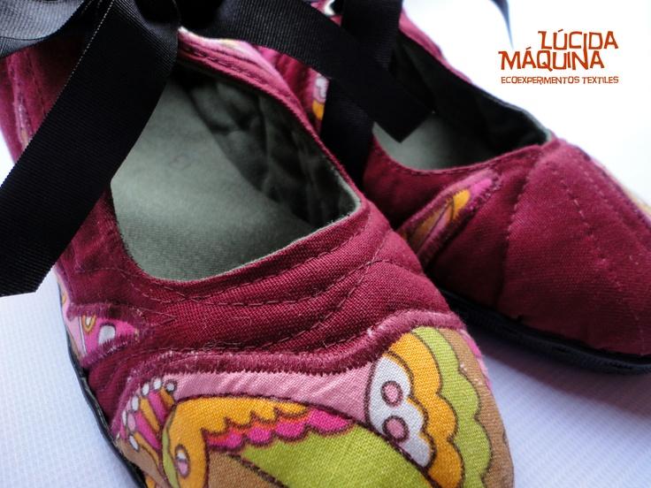 Zapatillas N 36/37 Versión paloma.  Capellada: lona de algodón y telas antiguas como aplicación.  Relleno: fieltro de lana de oveja ( descartes)  Interiores: lona de algodón  planta: goma  COCIDAS A MANO