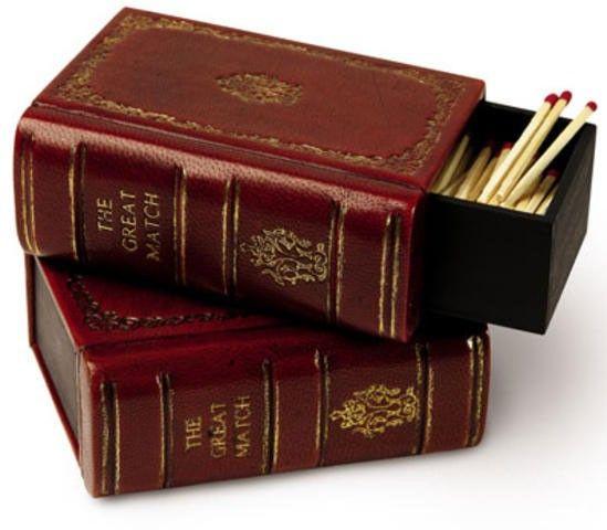 Слово «спичка» происходит от старорусского слова спица — заострённая деревянная палочка, или заноза. Первоначально спицами называли деревянные гвозди, которыми крепили подошву к обуви. Первое время в России спички назывались «зажигательные, или самогарные спички».