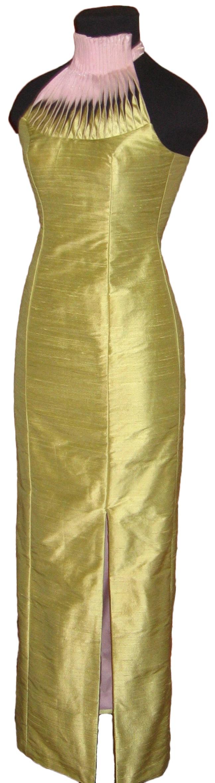 Dress made of silk. / Silkkinen juhlapuku.