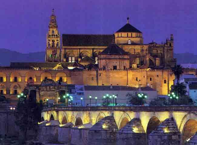 Vista nocturna de la mezquita mezquita catedral de - Visita nocturna mezquita de cordoba ...