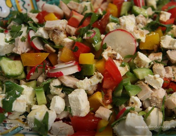 Восточный салат с фетой, курицей и помидорами | Официальный сайт кулинарных рецептов Юлии Высоцкой