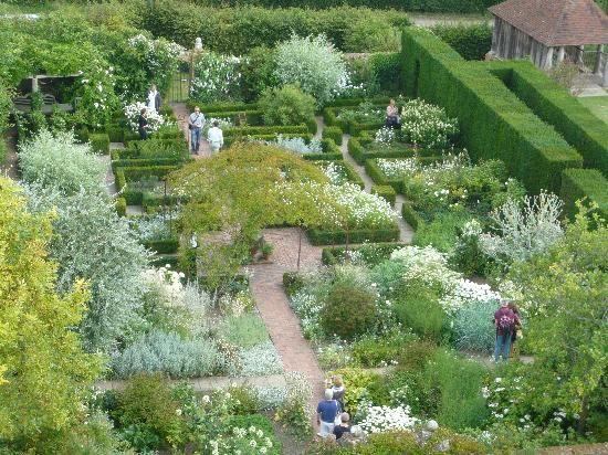 photos white gardens   White Garden from the tower