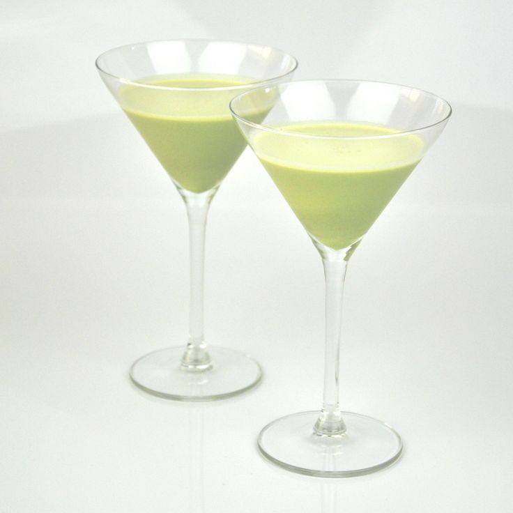 Recept: Milkshake groene thee http://food-blogger.com/nl/recepten/recept-milkshake-groene-thee/  Je kun thuis heel eenvoudig deze heerlijke 'Milkshake groene thee' maken. Een lekkere frisse shake met een heerlijk romige textuur. Genieten tijdens de zomerse dagen. Je maakt het van melk, vanille ijs en groene thee poeder. Het is wel handig om hiervoor een blender te gebruiken.... http://food-blogger.com/nl/wp-content/uploads/sites/2/2013/08/recept-milkshake-groen