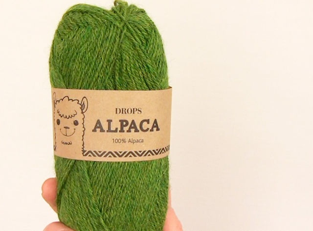 #DROPSAlpaca is a lovely yarn spun from 100% alpaca. The alpaca fiber is untreated, which means that it is only washed and not exposed to any chemical treatment prior to the dyeing. This highlights the fiber's natural properties, while it also provides a better shape and texture quality. #DROPSDesign #Garnstudio