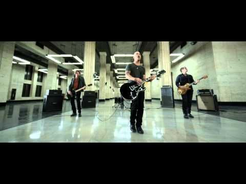 Music video by Daughtry performing Crawling Back To You. (C) 2011 RCA Records, a division of Sony Music Entertainment