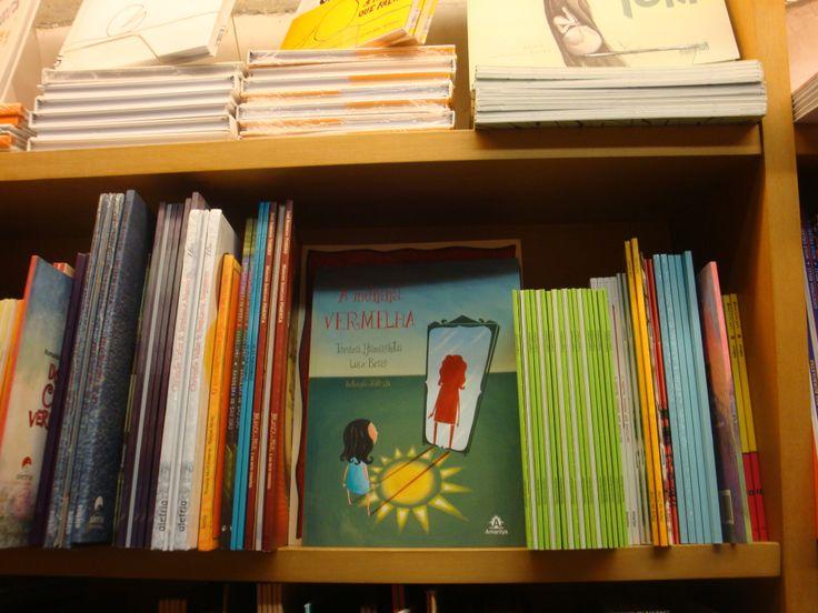 """""""A menina Vermelha"""", na Livraria da Vila! Editora Manole."""