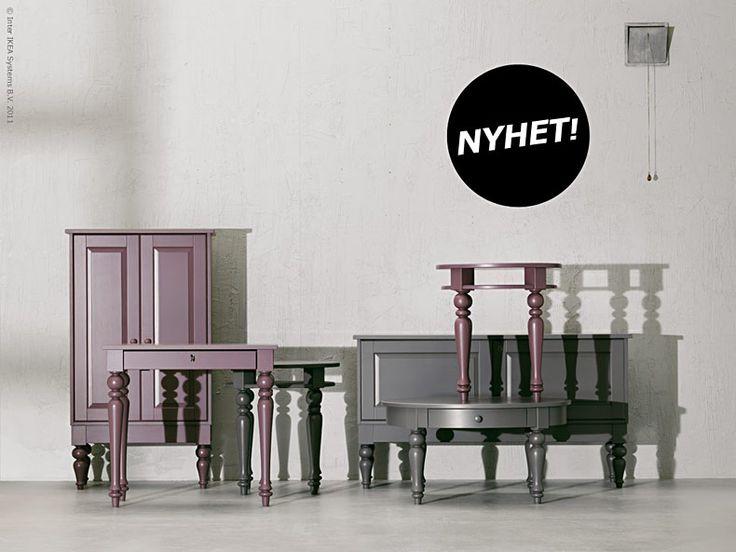 Den nya serien ISALA, design Johanna Asshoff och Hanna Brogård, är till formen inspirerad av äldre svenska möbler, men med överdimensionerade ben som en modern tvist, och i en helt ny färgskala! Mjukt sidenmatta i lila och grått passar de fint till både vitt och trä. I serien ingår ett högre och ett lägre skåp, ett sidobord, ett laptop bord, och ett soffbord. En kul och välkommen nyhet tycker vi på Livet hemma, så håll utkik så får du garanterat se mer av serien ISALA i höst... Anna L-B…