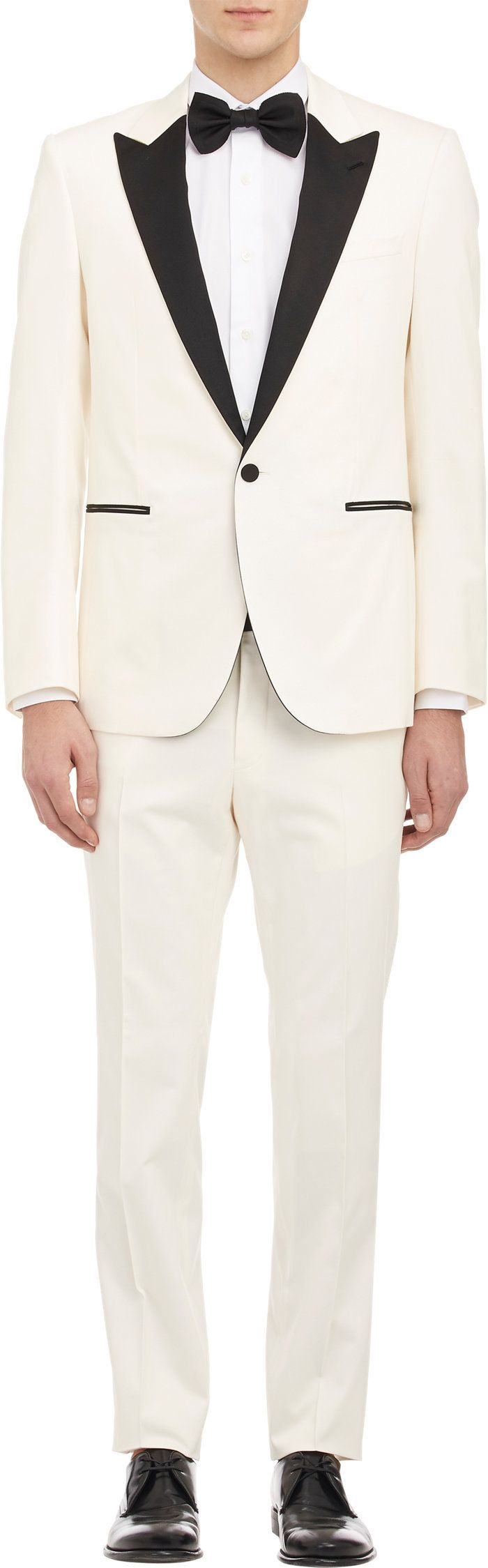 6 White Tuxedos + Jackets for Beach Perfect Wedding