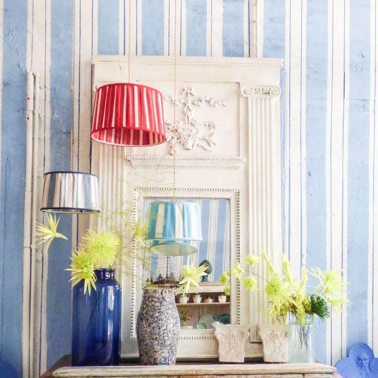 Specchio bianco con colonne