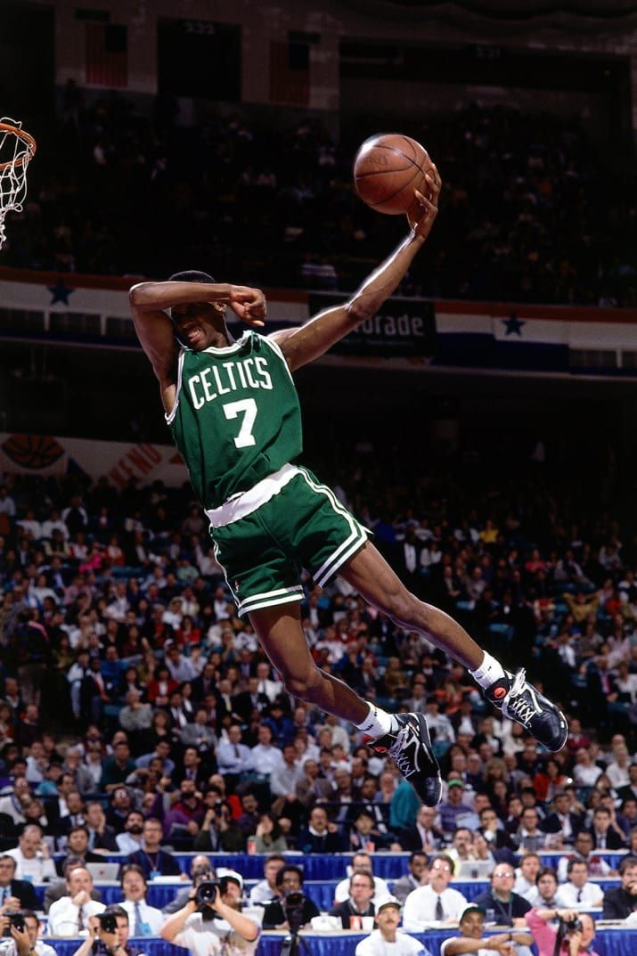 Dee Brown dabbing dunk in the 1991 Nba Slam Dunk Contest