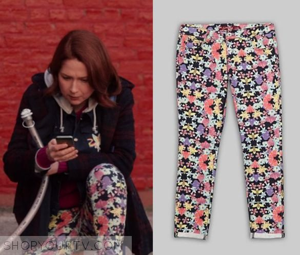 "Unbreakable Kimmy Schmidt: Season 3 Episode 4 Kimmy's Floral Pants | Shop Your TV Kimmy Schmidt (Ellie Kemper) wears this floral printed skinny jeans in this episode of Unbreakable Kimmy Schmidt, ""Kimmy Goes to College!"".  They are the Bongo Skinny Pants in Floral."