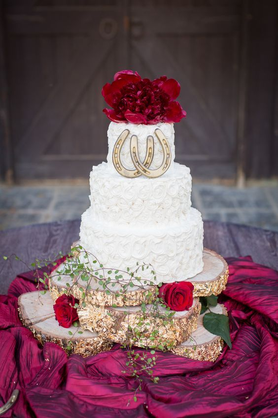 rustic wedding cake with horseshoe details and glitter tree stump / / http://www.deerpearlflowers.com/rustic-farm-wedding-horseshoe-ideas/