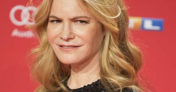 Mort de Barbara Turner : Jennifer Jason Leigh pleure sa maman scénariste Check more at http://people.webissimo.biz/mort-de-barbara-turner-jennifer-jason-leigh-pleure-sa-maman-scenariste/