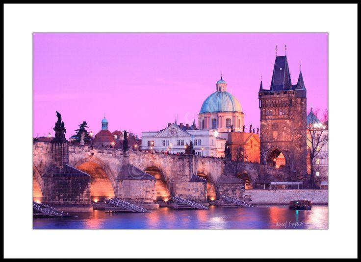 Fotoobraz - Karlův most a klášter Rytířského řádu Křižovníků s červenou hvězdou, Praha, Česká republika. Foto: Josef Fojtík - www.fotoobrazarna.cz