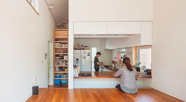 Compact wonen kan heel vervelend zijn, maar we weten inmiddels wel dat je met weinig ruimte best veel kunt doen. Dit huis in Seoul is het ultieme voorbeeld!