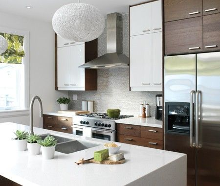 Designer Erin Feasby combined oak-veneer cabinets and glossy white cabinets for a look that is both modern and organic.