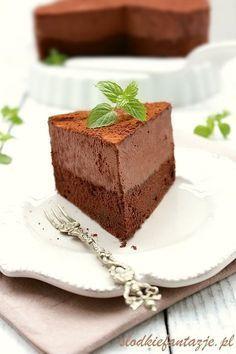 Jedno z najlepszych ciast czekoladowych jakie jadłam. Obłędny w smaku mus czekolady z charakterystyczną nutą likieru Baileys w połączeniu z mocno czekoladowym biszkoptem.