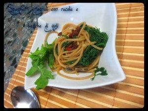 Spaghetti+integrali+rucola+e+bacche+di+goji