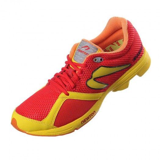 Los tenis Distance S son una gran opción para los corredores que buscan un calzado para carreras cortas o de mediana distancia y entrenamientos de velocidad semanales.