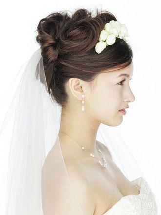 生花のティアラをあしらった妖精のような花嫁スタイル : 【結婚式】披露宴でウエディングベールを付けよう◎是非と着用例【ブライダル】 - NAVER まとめ