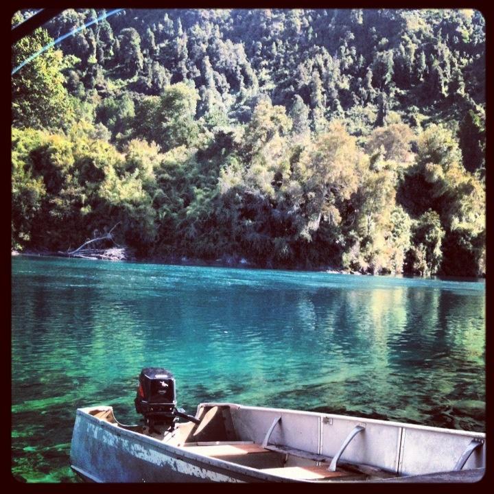 Desagüe del Lago Riñihue en  Riñimapu, X región, Chile