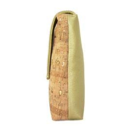 Wat een plaatje is dit tasje van kurkleer met goud details. Het goud komt terug in de combinatie met PU leder.