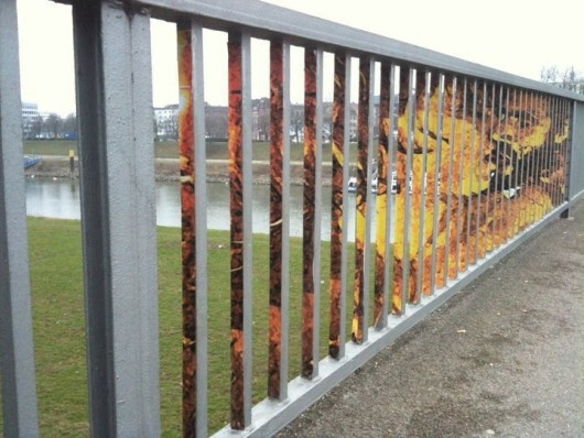 Street art that only appears at a certain angle: Amazing, Artists, Fence, Street Art, Illusions, Design, Streetart