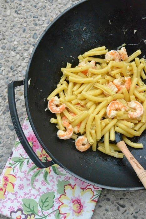 """Ziti con mazzancolle e finocchi all'olio di bergamotto -Ricetta tratta dal blog di Monica:""""http://lamammapasticciona.blogspot.it/"""" - Wok set con coperchio e accessori, spatola pro in silicone colore nero @LeCreusetItalia #food #cucina #ricette #primipiatti #pasta #nero #black"""