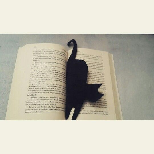 Kece kitap ayraci. FELT BLACK CAT BOOKMARK. DIY. Instagram account: instangram.com/workshop_projektimi