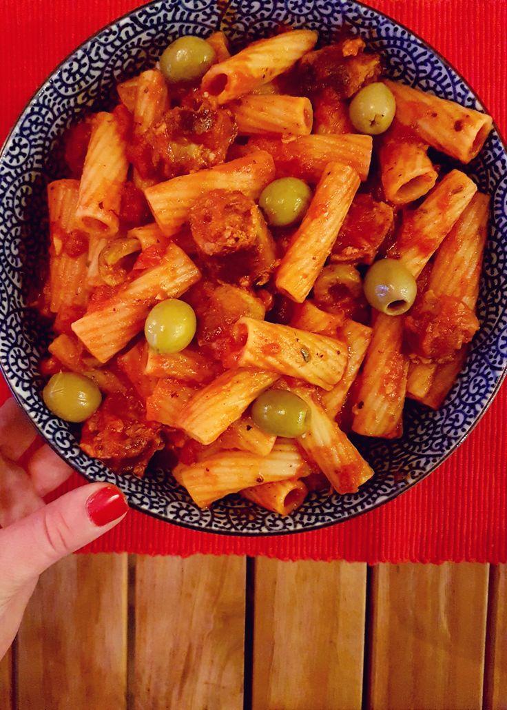 Easy Peasy Sausage Pasta. http://www.poutinginheels.com/home/easy-peasy-sausage-pasta-barilla/ #recipe #familyrecipe #pasta #easypastadish #foodkidswilllove #sausagepasta