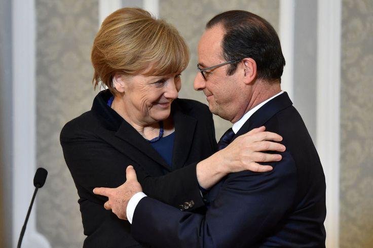 Nemecká kancelárka Angela Merkelová sa s francúzskym prezidentom Francoisom Hollandom tešia z výsledka dlhého rokovania v Minsku o urovnaní vojnového konfliktu na východe Ukrajiny.