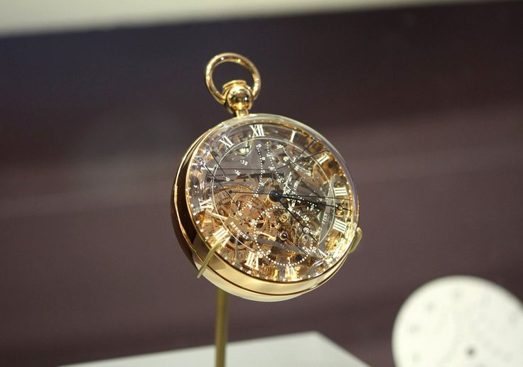 Los artefactos antiguos más impresionantes. Reloj fabricado para Maria Antonieta. A cuerda, repeticion de minutos, calendario perpetuo, ecuacion del tiempo saltando horas, indicador de reserva de marcha, un termométro bimetálico. Diseñado por Breguet, tiene 823 piezas, más que iPhone