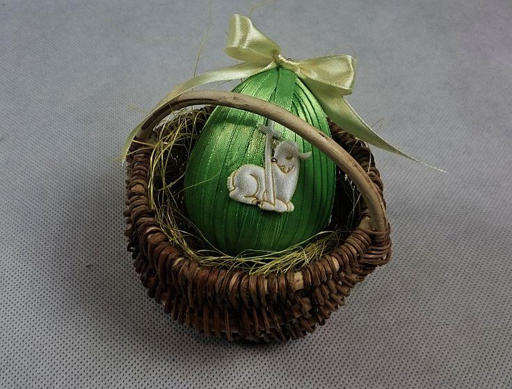 <p>Zobacz jak ozdobić jajko wielkanocne ze styropianu. Prosta i oryginalna dekoracja świąteczna do samodzielnego wykonania. Już dziś poczuj atmosferę świąt i przyozdób swój dom na Wielkanoc. Sprawdź nasz tutorial krok po kroku.</p>