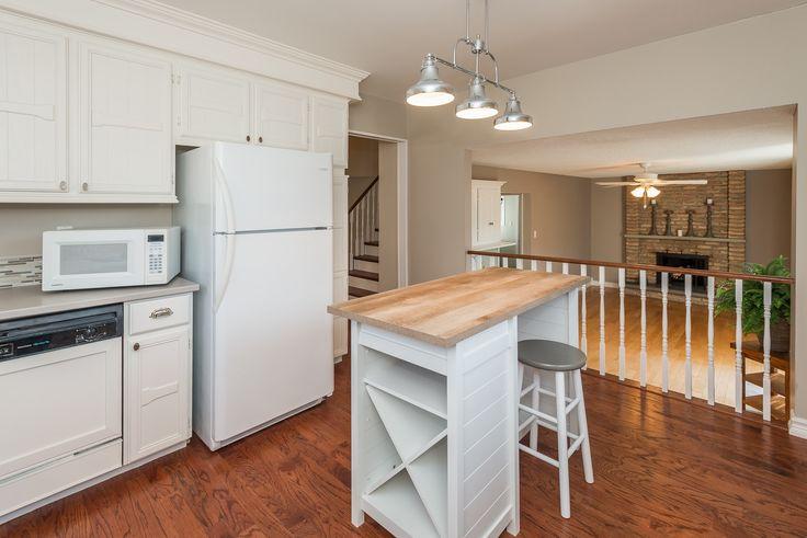 #kitchen #kitchendesign #stagedkitchen #houseflip #kitchenideas #whitekitchen #design #designer #staging #stager #yorkregion #symphonyofcolour