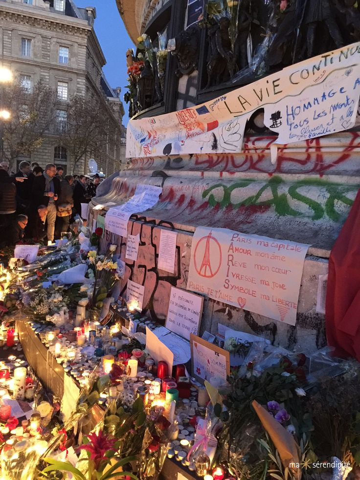Attentats de Paris du 13 novembre 2015  |  Hommage solidaire Place de la République, Paris, France • Photo © Ma Sérendipité