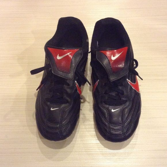 Boys Nike Cleats Get ready for soccer season with this good condition boys soccer cleats.  Size 2.5 Nike Shoes Sneakers