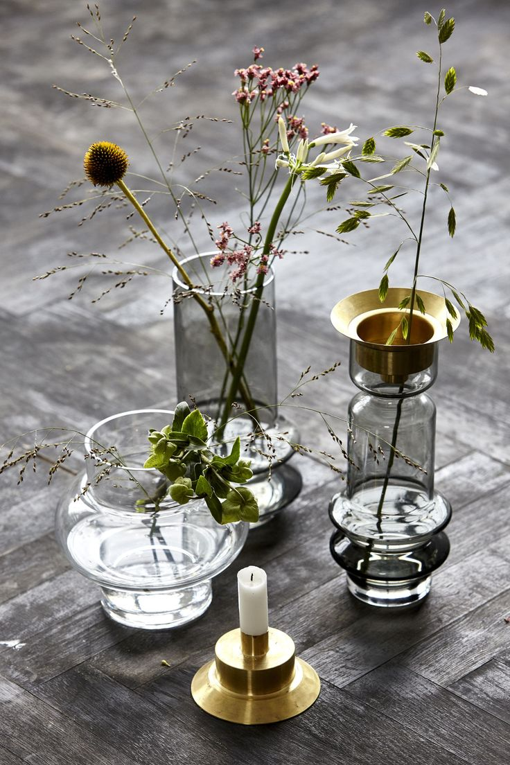 Did you know that the brass lid of the glass vase can be turned upside down and used as a candleholder?