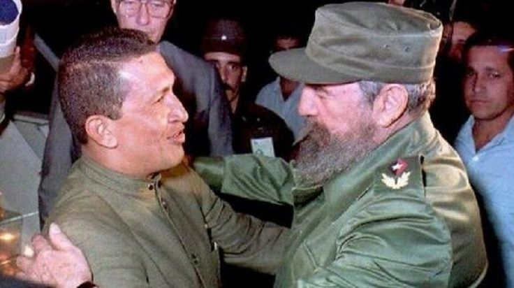 Siguen los dos vivos, por siempre, en cada persona humilde del planeta que lucha por la vida mejor que merecemos. #ChávezVive #HastaSiempreComandante #Cuba #Venezuela #PatriaGrande #PorCuba