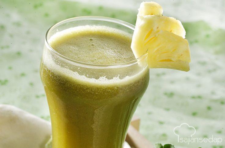 Tidak hanya buah-buahan saja saja yang pas dan cocok untuk dijadikan jus atau minuman. Tambahkan sayuran menjadikannya enak sekaligus sehat. Jus nanas dan pokcoy ini bisa langsung kita buat di rumah.