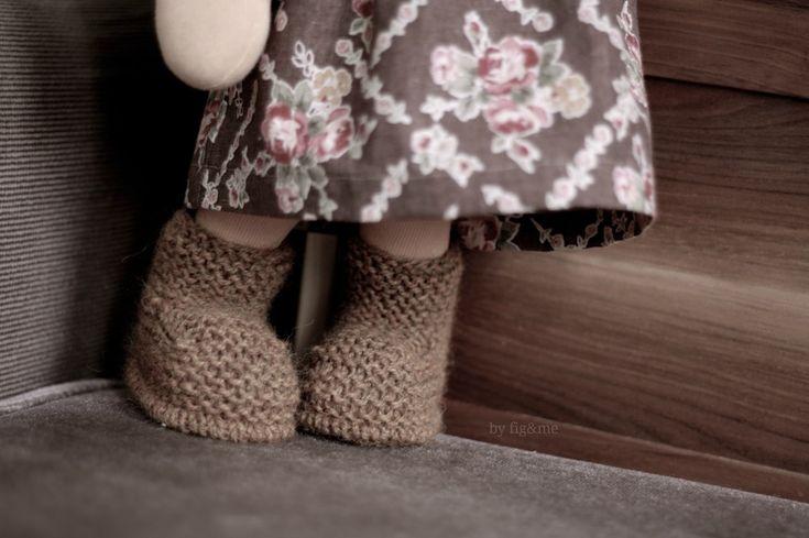 Knitting Patterns For Dolls Booties : 194 best images about Puppenkleider stricken on Pinterest Free pattern, Rav...