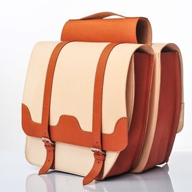 If your need some extra storage space for your classy ride, these beautiful double leather panniers will come in handy! Don't you just love the combination of natural and cognac colours? Double leather panniers Stylish Ride I Premium  fsbike.pl