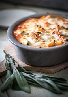 Kip uit de oven met courgette en salie