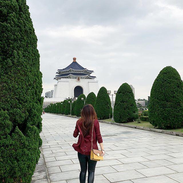 CKS Memorial Hall in Taipei. Taiwan. #thetravelwomen #happilyeverstyle #travelgram #taipei #taiwan   Happy travels. Family time. Instagram