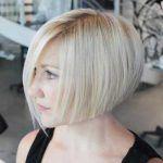 <p>Kurzes Haar ist in letzter Zeit wieder populär geworden und jede Frau sieht sich ähnlich aus. Wenn Sie nach einem kurzen, aber anderen Haarschnitt suchen, sind abgewinkelte Bob Frisuren für Sie. Vor allem die schräge Schichtung macht Sie aufgrund des längeren Teils vorne schlanker. Umgekehrte und abgewinkelte Bobhaarschnitte sind eine allgemein perfekte Art, moderne und […]</p>